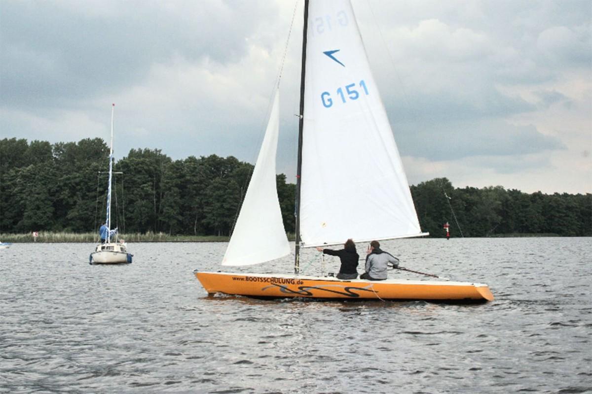 Segelboot-Dyas Bootsschulung.de